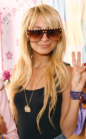 nicole richie rosary bead tattoo. Nicole Richie has a rosary beads tattoo on