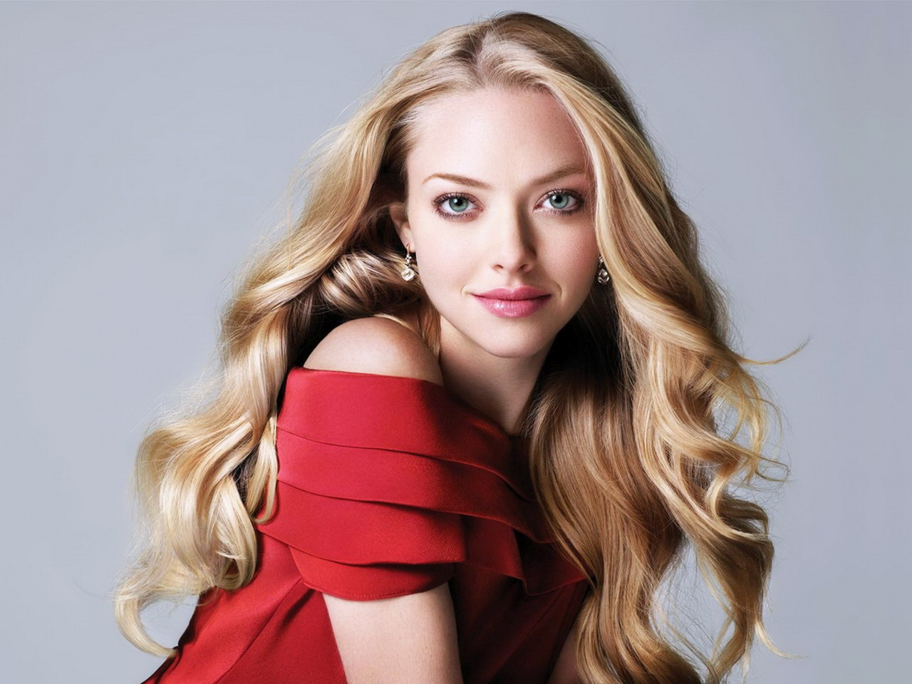 http://hollywoodhatesme.files.wordpress.com/2012/02/amanda-seyfried-2.jpg