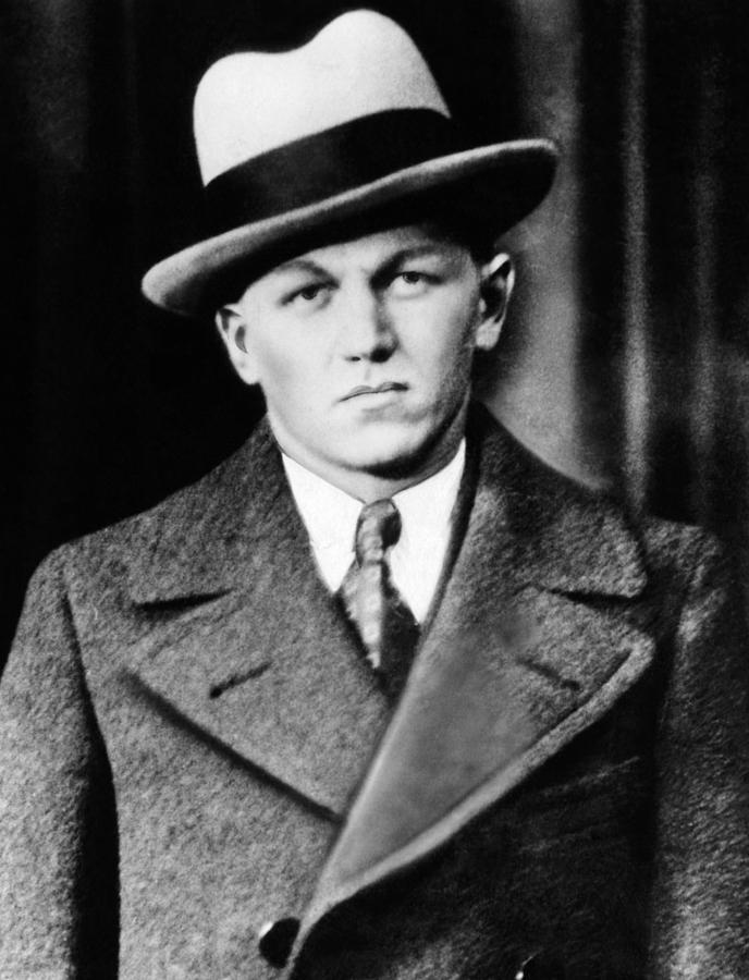 the life of baby face nelson lester joseph gillis an american bank robber in the 1930s Some of the more famous of these public enemies were baby face nelson, pretty boy floyd, bonnie and clyde, machine gun kelly and alvin karpis and the barkers, but john dillinger was undoubtedly the star a wave of celebrity kidnappings and the murder of four law enforcement officers in kansas city in june 1933 during a botched attempt to rescue.