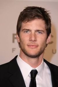 Here's another picture of Ryan McPartlin, because he sure is purdy.